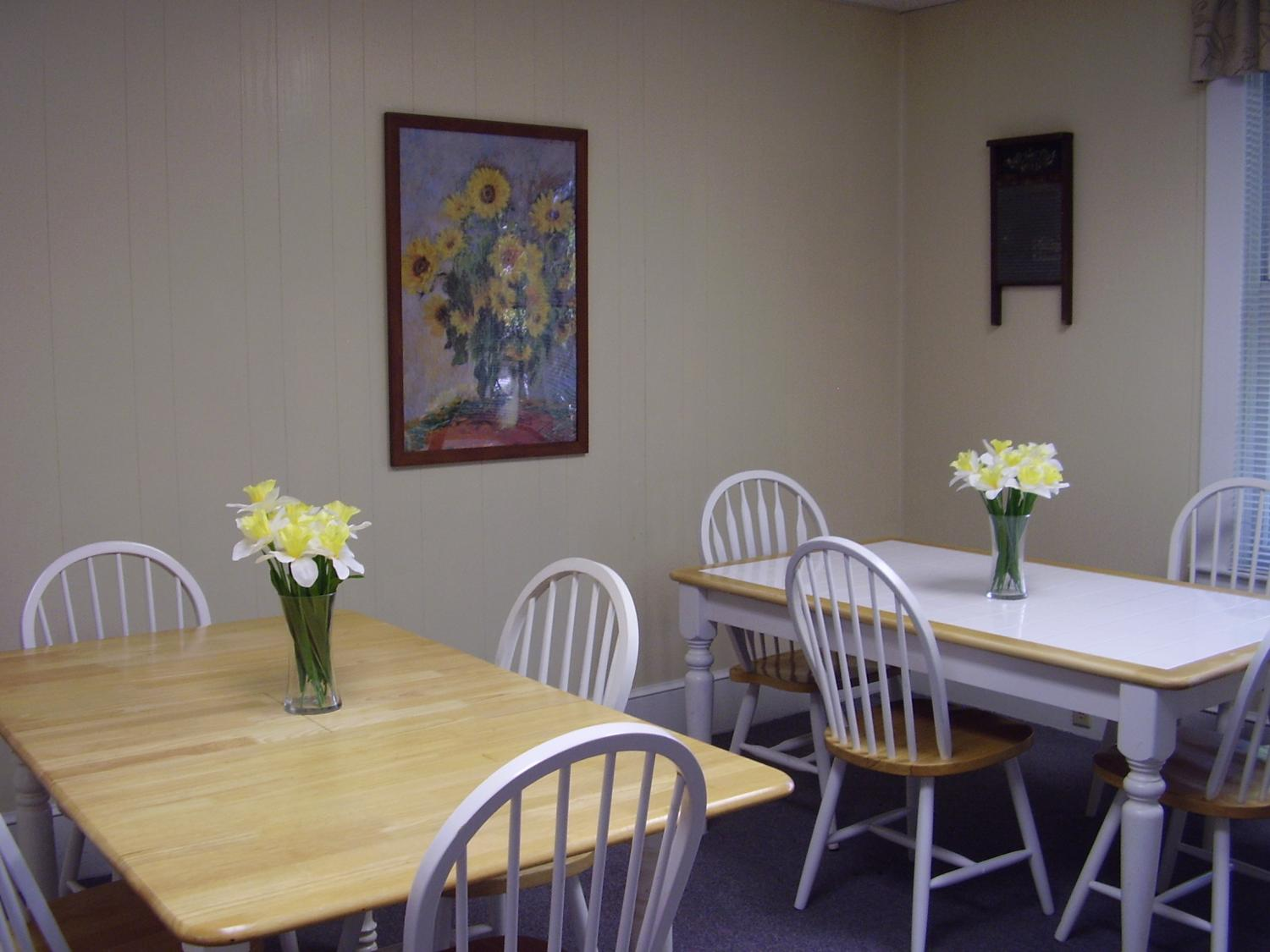 Members meet each morning for Round Robin and enjoy meals and BINGO in our dining area.